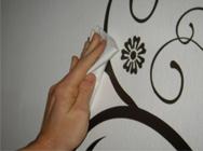 8. Wandtattoo festdrücken